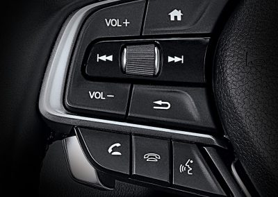 modeldetailimageinterior_0009_hft_switch_with_siri_eyes_free_or_steering_wheel_mounted_control_copy__1613049446619